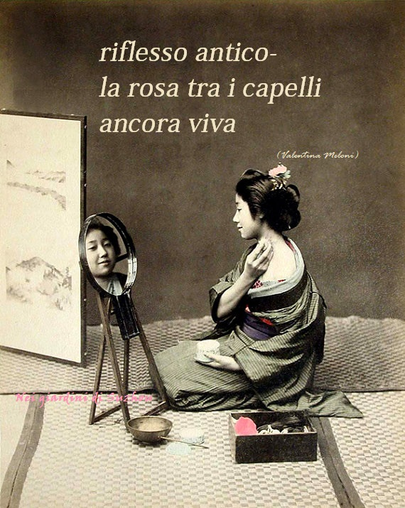 fotografia vintage di geisha allo specchio
