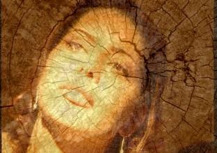 Nel cuore del bosco, le rughe dell'anima.Antiche geometrie nascoste sul volto